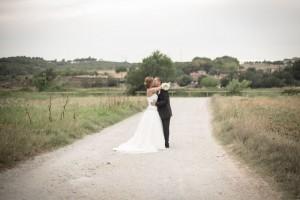 beso-novios-boda-campo