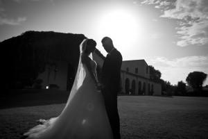 novios-boda-contraluz-blanco-negro