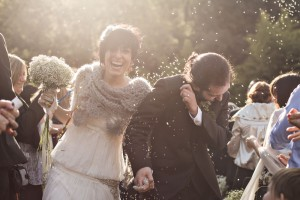 momento-arroz-novia-feliz-juntos