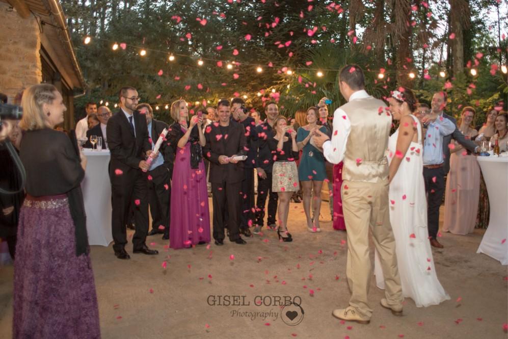 boda-petalos-corazonBarcelona-masia-01