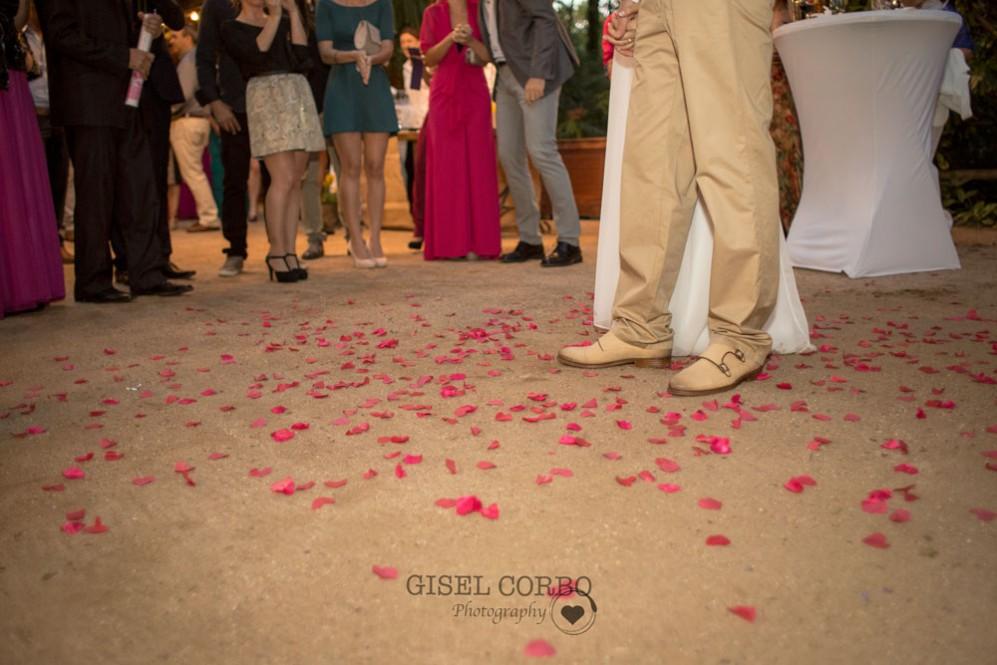 boda-petalos-corazonBarcelona-masia-04