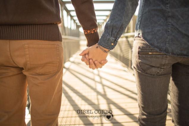 pareja-manos-camino