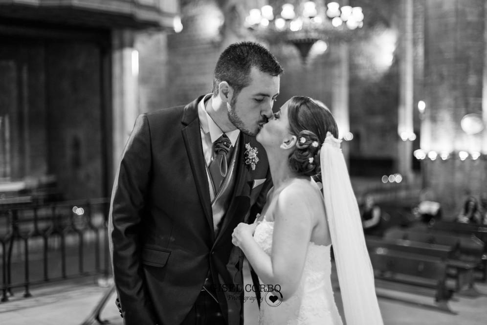 barcelona santa maria mar beso boda fotografo altar