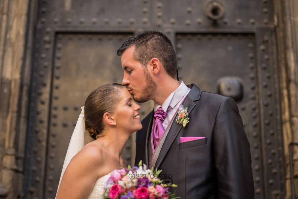 boda barcelona beso felicidad amor ramo