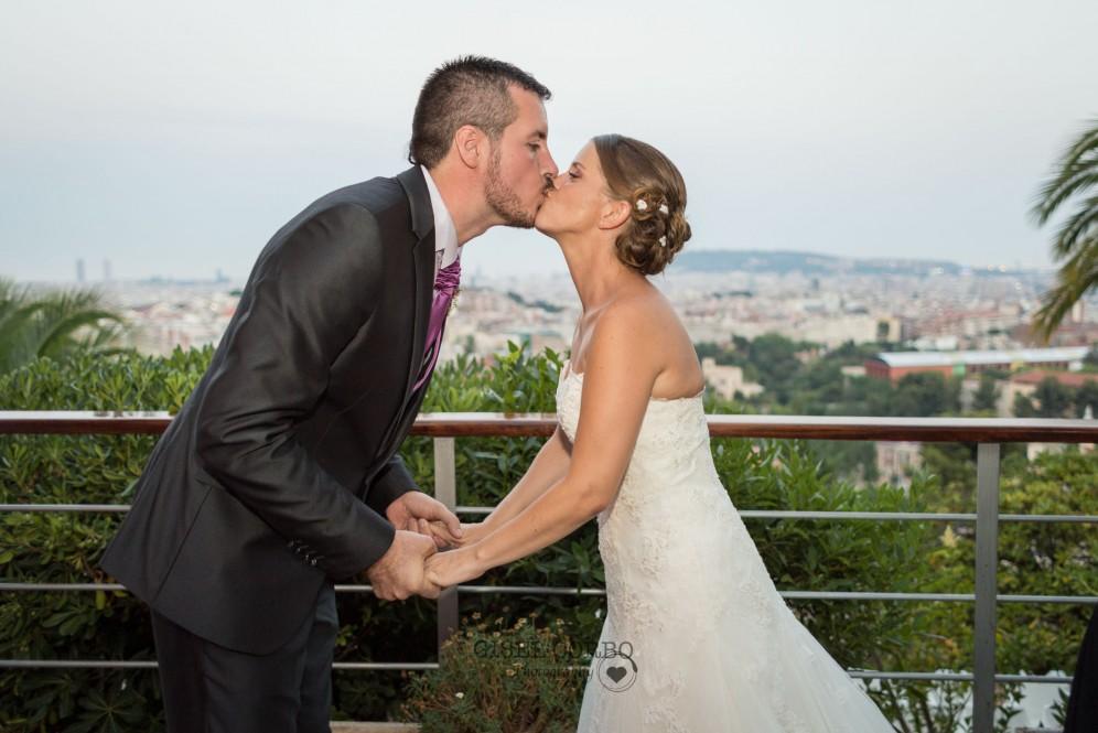 boda beso vistas ciudad barcelona