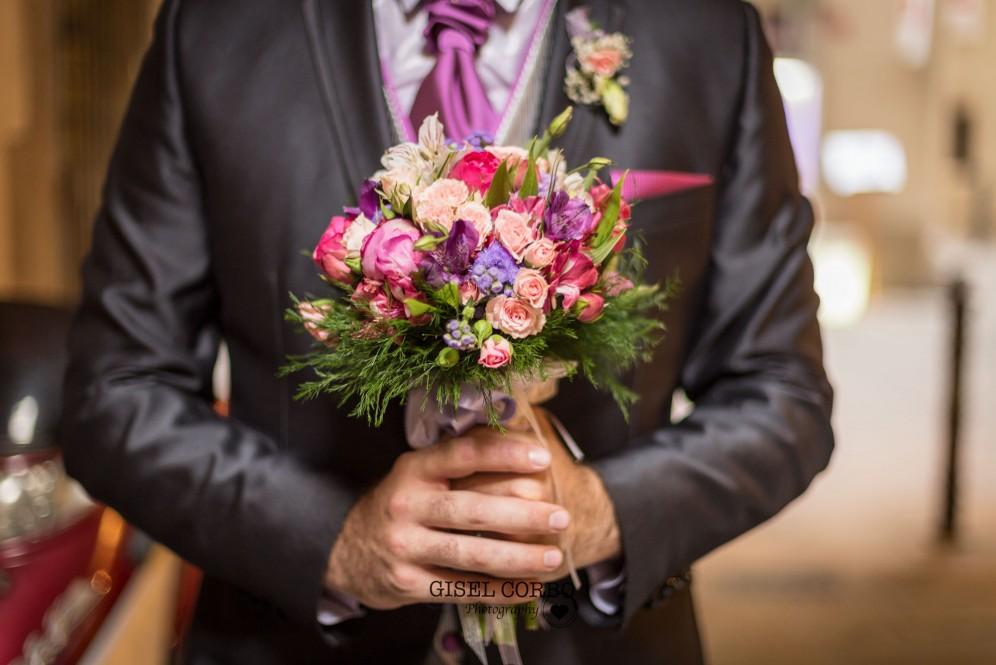 fotografa boda barcelona manos novio ramo bouquet