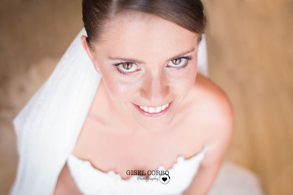 fotografo boda barcelona mirada novia feliz