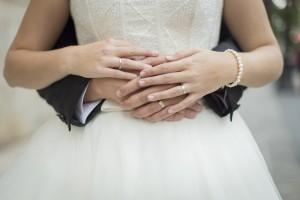 reportaje boda fotos anillos manos novios