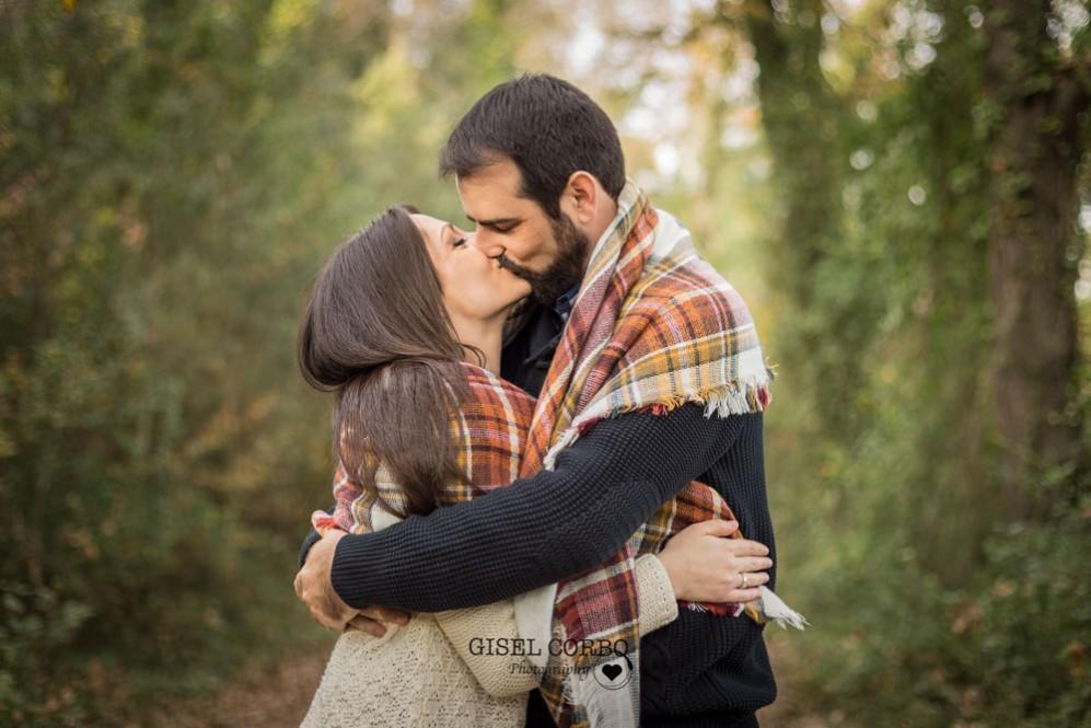 029 Preboda boda barcelona beso abrazo amor