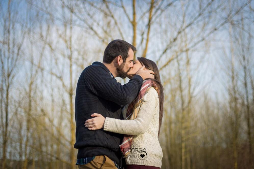 033 sesion fotos rustica bosque barcelona beso novios