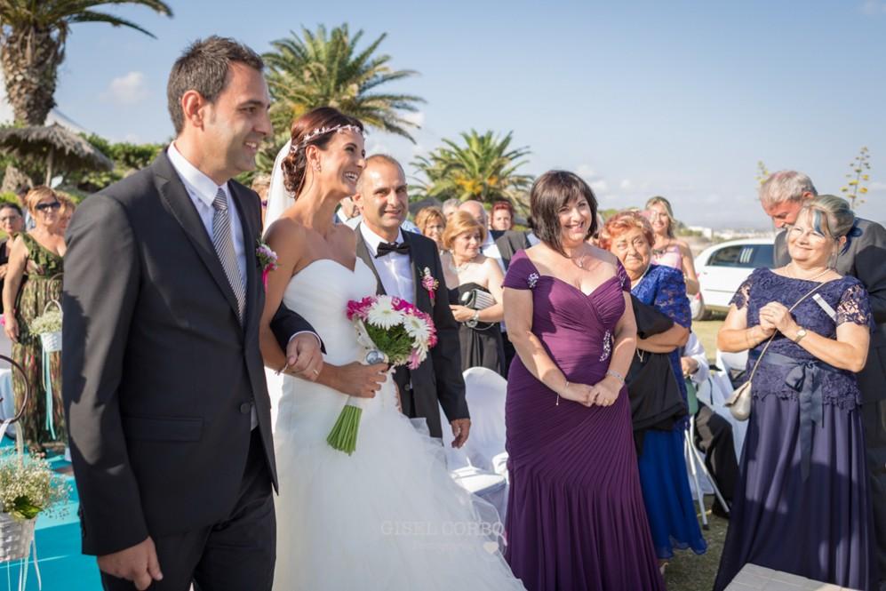 22 novia llegando al altar con hermanos