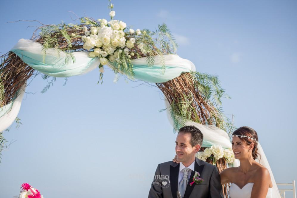 28 novios felices en boda bonita de verano