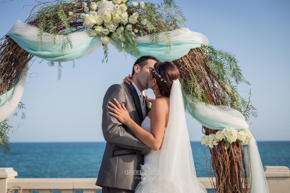 38 beso de novios en boda romantica