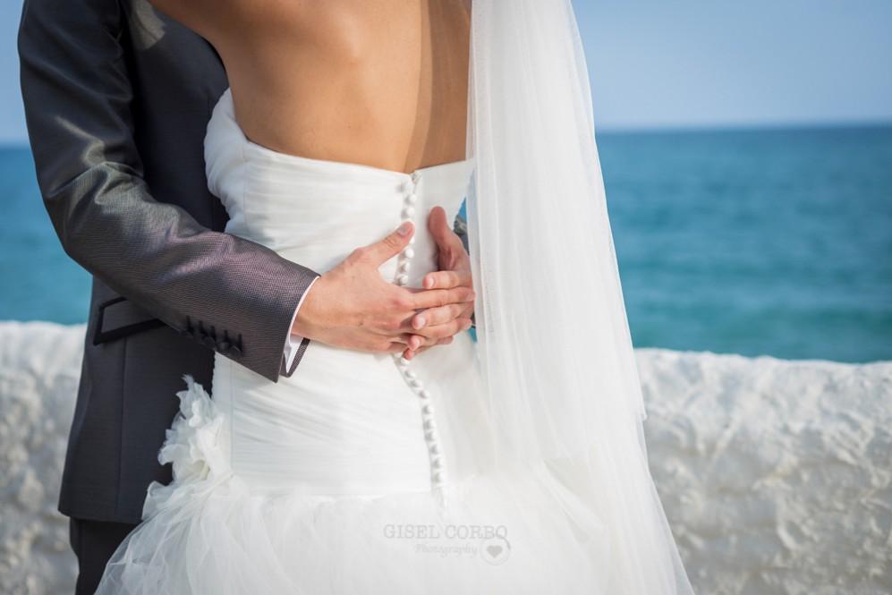 48 abrazo novios dia de boda junto al mar