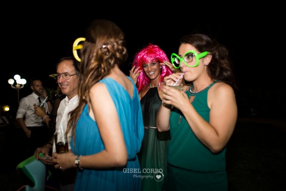 75 photocall de boda pelucas y gafas de colores